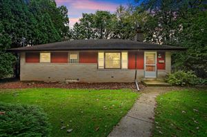 Photo of 5710 N River Forest Dr, Glendale, WI 53209 (MLS # 1662287)