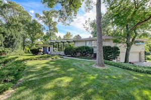 Photo of 5511 W Sunnyside Dr, Mequon, WI 53092 (MLS # 1653290)