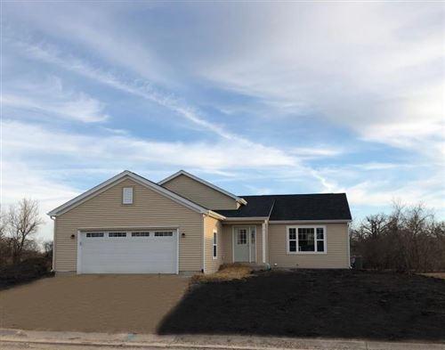 Photo of 1231 E Longneedle Ln, Elkhorn, WI 53121 (MLS # 1684291)
