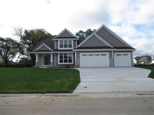 Photo of 1515 E Maple View Dr, Oak Creek, WI 53154 (MLS # 1651295)