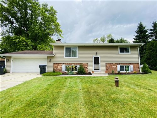 Photo of 5475 S Majors Dr, New Berlin, WI 53146 (MLS # 1695298)