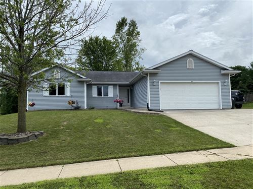 Photo of 221 Parkview Dr, Johnson Creek, WI 53038 (MLS # 1751298)