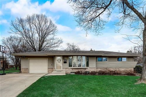 Photo of 5762 Oxford Dr, Greendale, WI 53129 (MLS # 1732303)
