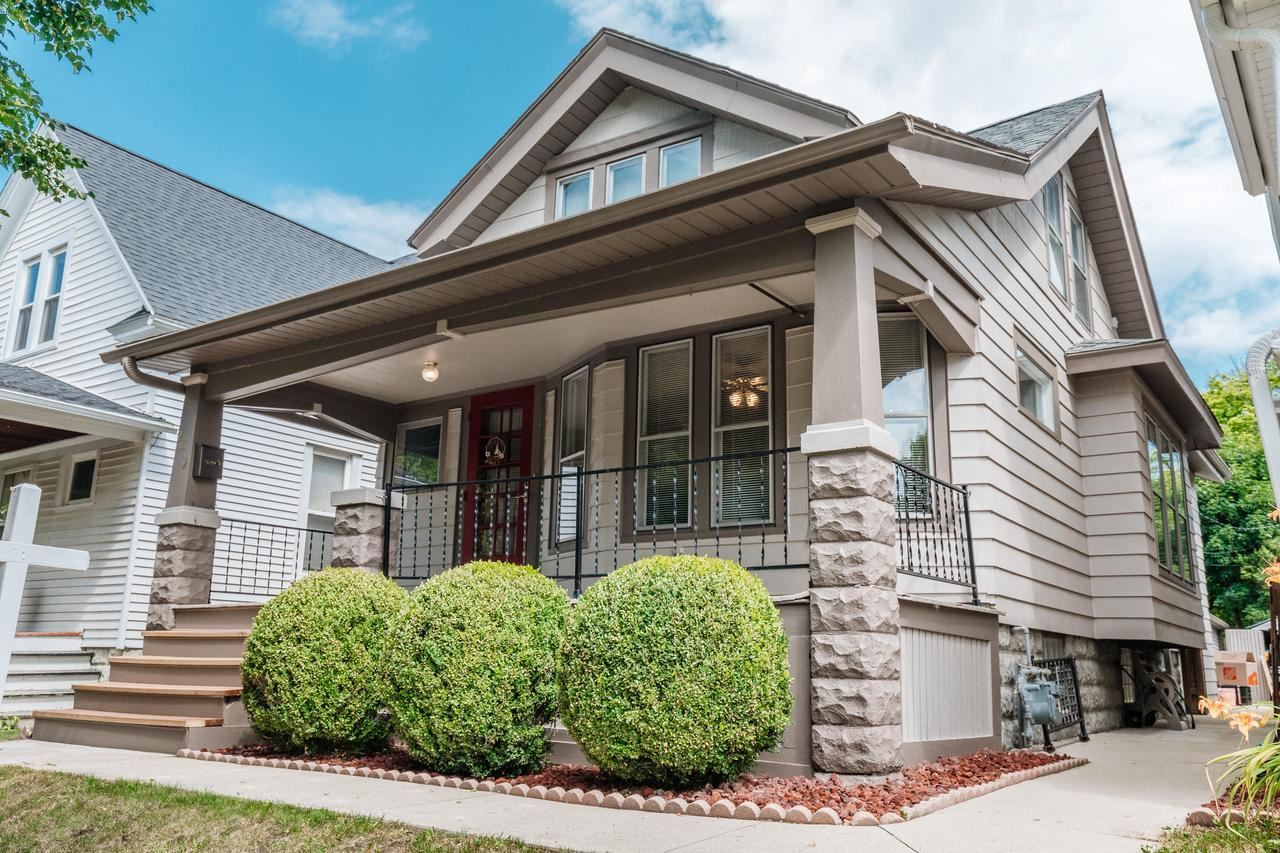 2212 E Bennett Ave, Milwaukee, WI 53207 - MLS#: 1697305