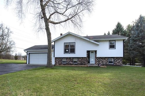 Photo of S15W32035 High Meadow Cir, Delafield, WI 53018 (MLS # 1719312)
