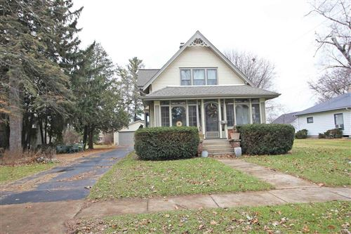 Photo of 130 Lincoln Ave, Mukwonago, WI 53149 (MLS # 1669318)