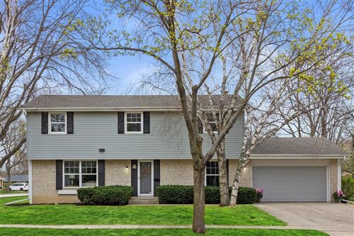 Photo of W63N986 Holly Ln, Cedarburg, WI 53012 (MLS # 1735318)
