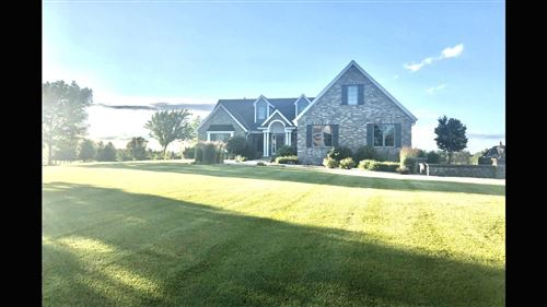 Photo of N82W23422 Five Iron Way, Sussex, WI 53089 (MLS # 1682325)