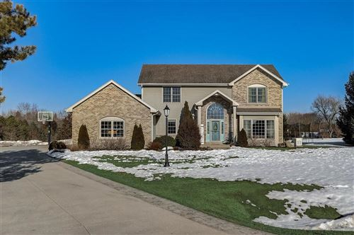 Photo of 33300 Cayuga Way, East Troy, WI 53120 (MLS # 1729336)