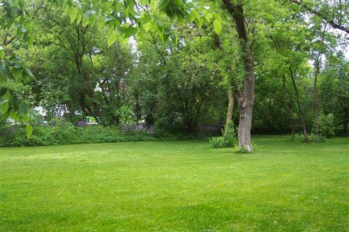 Photo of 500 Lake Bluff Rd, Thiensville, WI 53092 (MLS # 1674346)