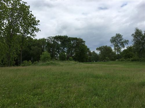 Photo of 1990 Carriage Hills Dr, Delafield, WI 53018 (MLS # 1722347)