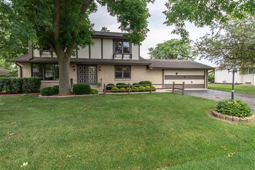 Photo of 7002 W Chapman Ave, Greenfield, WI 53220 (MLS # 1696349)