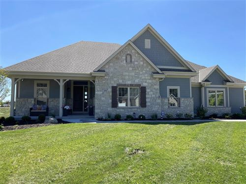 Photo of 251 Four Winds Ct, Hartland, WI 53029 (MLS # 1670359)