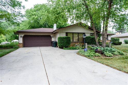 Photo of 4407 S 86th St, Greenfield, WI 53228 (MLS # 1752366)