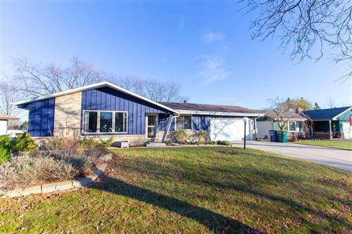 Photo of 7960 S Wayland Dr, Oak Creek, WI 53154 (MLS # 1719370)