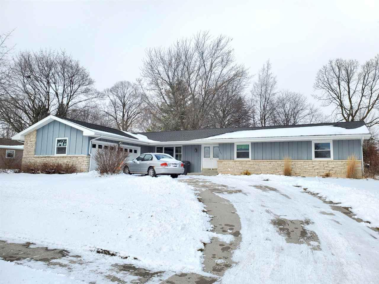 2100 HICKORY LANE, New Holstein, WI 53061 - MLS#: 50231374