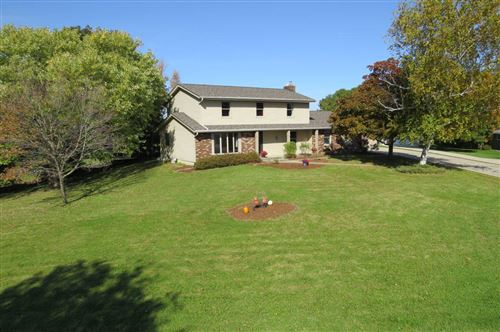 Photo of N8883 Leiger Ln, Ixonia, WI 53036 (MLS # 1666377)