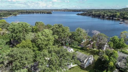 Photo of W325N6838 North Lake Dr, Hartland, WI 53029 (MLS # 1678378)