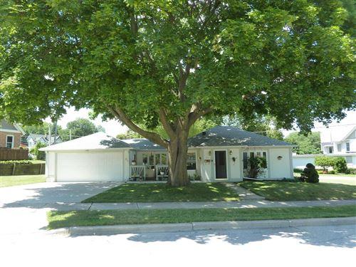 Photo of 210 Prospect Ave, Pewaukee, WI 53072 (MLS # 1700378)