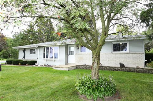Photo of 102 S Oakridge Dr, North Prairie, WI 53153 (MLS # 1658379)