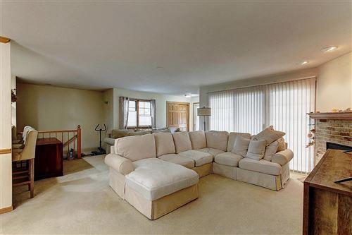 Photo of 2293A Circle Rdg, Delafield, WI 53018 (MLS # 1732385)