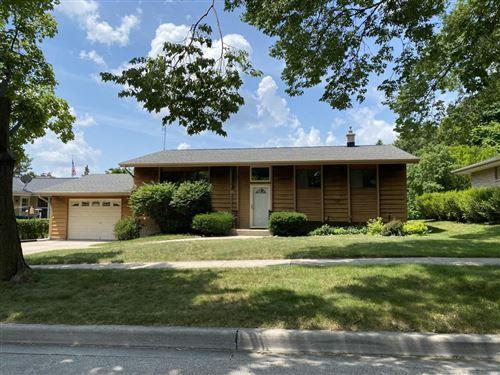 Photo of W60N307 Hilbert Ave, Cedarburg, WI 53012 (MLS # 1749387)