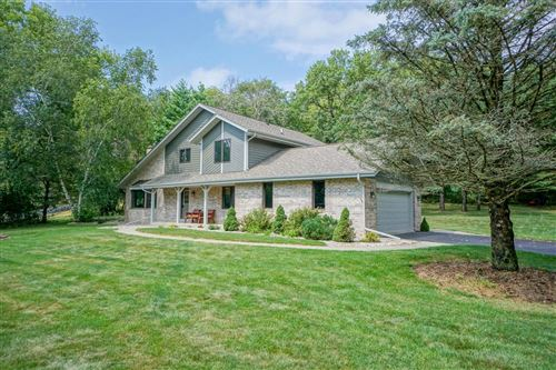 Photo of S14W32708 Forest Hills Dr, Delafield, WI 53018 (MLS # 1706395)