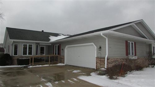 Photo of 5444 S 46th St, Greenfield, WI 53220 (MLS # 1673401)