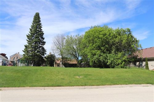 Photo of 1620 Carroll Ave, South Milwaukee, WI 53172 (MLS # 1691401)