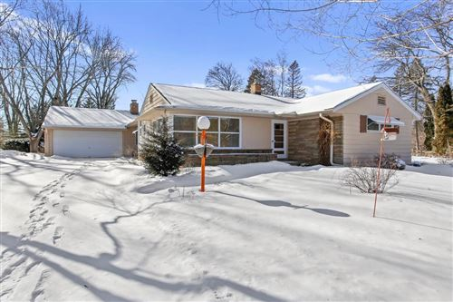 Photo of 7001 W Springdale Ct, Mequon, WI 53092 (MLS # 1677404)