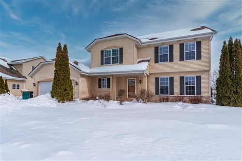 Photo of W203N16344 White Oak Cir, Jackson, WI 53037 (MLS # 1727416)