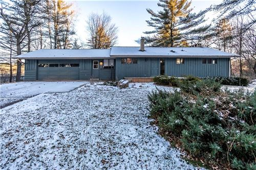 Photo of 608 W CAPITOL DR, HARTLAND, WI 53029 (MLS # 1560422)