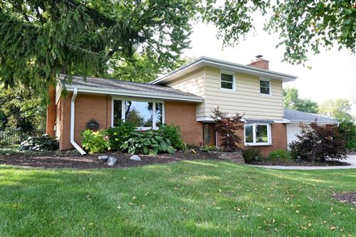 Photo of 401 Riverview Dr, Grafton, WI 53024 (MLS # 1657426)