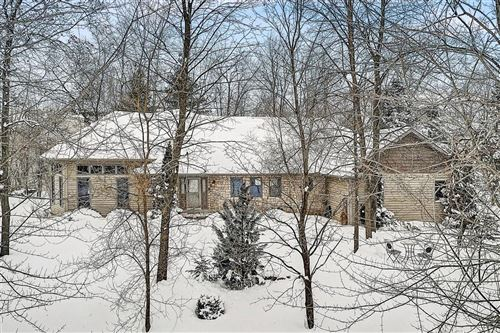 Photo of N72W24192 S Woodsview Dr, Sussex, WI 53089 (MLS # 1726432)