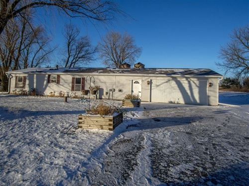 Photo of W192S7859 OVERLOOK BAY RD #5G, MUSKEGO, WI 53150 (MLS # 1560437)