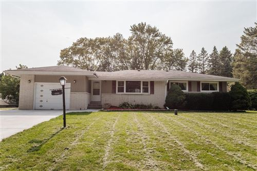 Photo of 4955 S Brookdale Dr, Greenfield, WI 53228 (MLS # 1711438)