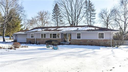 Photo of 5403 W Sunnyside Dr, Mequon, WI 53092 (MLS # 1673441)
