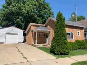 Photo of 606 Cleveland St, Watertown, WI 53098 (MLS # 1645447)