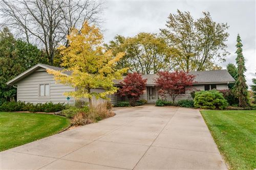 Photo of 3427 W Clubview Ct, Mequon, WI 53092 (MLS # 1714448)