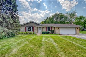 Photo of 12119 W Tomahawk Trl, Mequon, WI 53097 (MLS # 1653449)