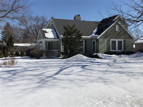 Photo of 430 Lynnwood Ln, Brookfield, WI 53005 (MLS # 1728455)