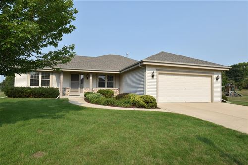 Photo of 611 Woodland Cir, Waterford, WI 53185 (MLS # 1752464)