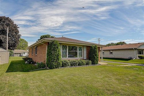 Photo of 5418 W Bottsford Ave, Greenfield, WI 53220 (MLS # 1693465)