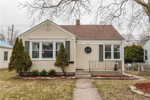 Photo of 112 E Henry Clay St, Whitefish Bay, WI 53217 (MLS # 1683468)