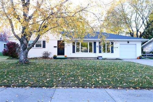 Photo of 718 S Silverbrook Dr, West Bend, WI 53095 (MLS # 1717471)