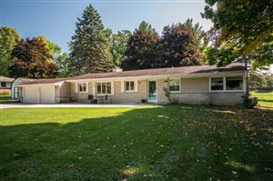 Photo of 5319 W Sunnyside Dr, Mequon, WI 53092 (MLS # 1659480)