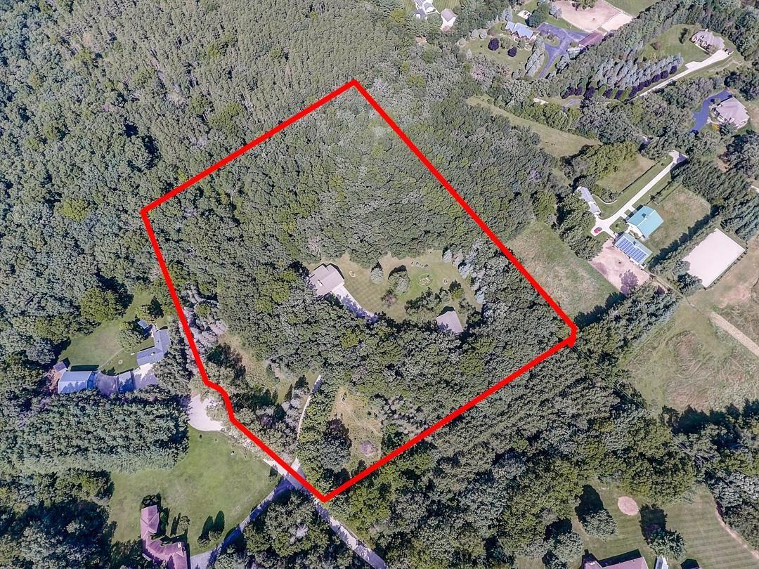 S54W34108 Private Sanctuary Ln, North Prairie, WI 53153 - MLS#: 1694501
