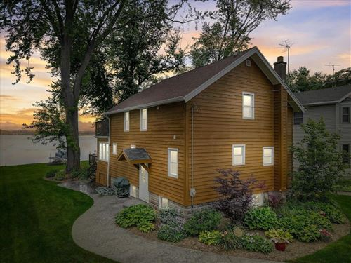 Photo of N38W27119 Parkside Rd, Pewaukee, WI 53072 (MLS # 1752509)