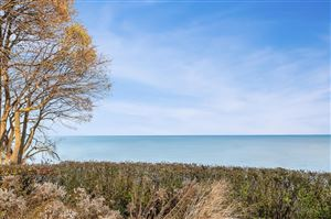 Photo of 5862 N Shore Dr, Whitefish Bay, WI 53217 (MLS # 1620513)