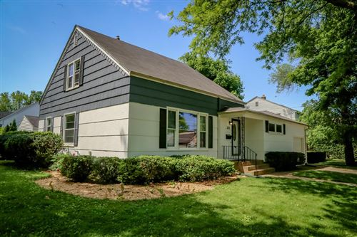 Photo of 225 E Montclaire Ave, Whitefish Bay, WI 53217 (MLS # 1693515)